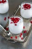 Mascarpone奶油甜点用石榴 图库摄影