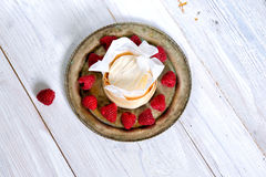 Mascarpone cream mousse cake no baked cheesecake with fresh ra Royalty Free Stock Photography