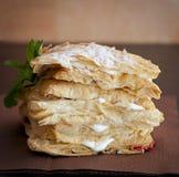 Mascarpone de la torta con queso y zarzamoras imagen de archivo