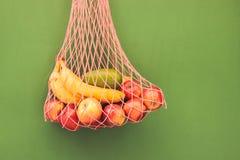 Maschentasche von Früchten lizenzfreie stockfotos