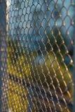 Maschenzaunhintergrund Stockfoto