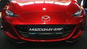 Maschera anteriore dell'automobile scoperta a due posti giapponese moderna Mazda MX-5 rf di sport fotografie stock