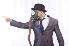 Maschera antigas d'uso dell'uomo d'affari Fotografia Stock