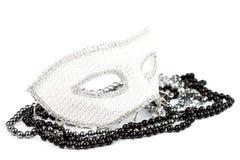 Maschera bianca con le perle brillanti fotografia stock libera da diritti