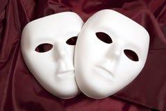 Maschera bianca e seta rossa Fotografia Stock Libera da Diritti