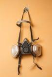Maschera del respiratore sulla parete Fotografia Stock Libera da Diritti