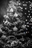 Maschera della neve delle palle dell'albero di Natale Fotografia Stock Libera da Diritti