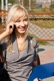 Maschera di conversazione con ragazza del telefono Fotografie Stock Libere da Diritti