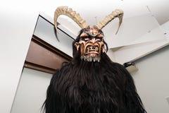Maschera di Krampus nel museo di Mamoiada fotografie stock