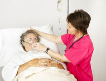 Maschera di ossigeno nell'ospedale Fotografia Stock