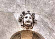 Maschera di pietra decorativa della commedia Venezia, Italia fotografia stock libera da diritti