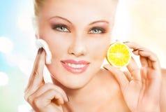 Maschera di pulizia del facial del limone Immagine Stock
