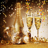 Maschera dorata elegante del partito con Champagne Fotografia Stock Libera da Diritti