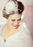 Maschera luminosa di giovane sposa bella fotografie stock