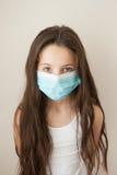 Maschera medica di influenza del bambino della ragazza del bambino epidemico della medicina Immagini Stock