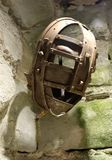 Maschera medievale di tortura di vergogna del ferro del metallo Fotografie Stock Libere da Diritti