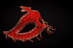 Maschera rossa di Venezia isolata sul nero fotografie stock
