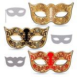 Maschera rossa e nera delle maschere, dell'oro, di carnevale decorata con gli ornamenti Fotografia Stock