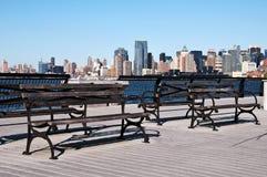 Maschera scenica di paesaggio urbano con il banco di sosta Fotografie Stock
