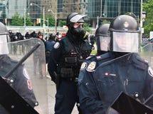 Mascherato sorveglia alle proteste G8/G20 fotografie stock libere da diritti