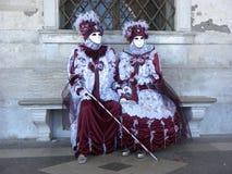 Maschere con il bastone da passeggio, carnevale di Venezia Fotografia Stock Libera da Diritti
