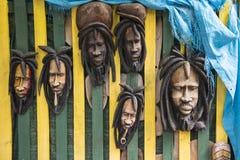 Maschere di legno scolpite di Bob Marley in Giamaica immagini stock libere da diritti