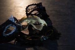 Maschere di travestimento in scena Fotografia Stock Libera da Diritti