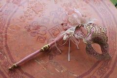 Maschere veneziane nei toni rosa immagine stock