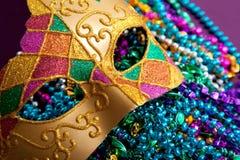 Mascherina e branelli di gras di mardi dell'oro Fotografie Stock Libere da Diritti