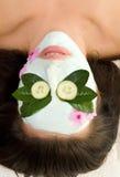 Mascherina lenitiva del cetriolo e del tè verde fotografia stock libera da diritti