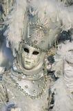 Mascherina veneziana bianca al carnevale di Annecy. Immagine Stock