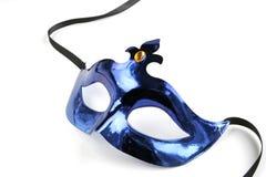 Mascherina veneziana metallica blu su bianco Fotografia Stock