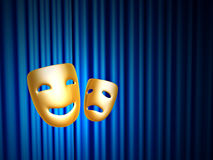 Mascherine di tragedia e di commedia sopra la tenda blu Fotografia Stock