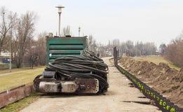 Maschine der hydraulischen Kraft auf der Schutzverdammung lizenzfreie stockfotos