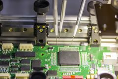 Maschine des automatischen Systems für Herstellungsleiterplatte lizenzfreie stockfotos