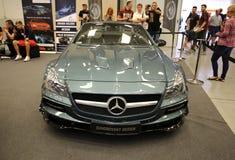 Maschine, die Mercedes angezeigt an der 3. Ausgabe von MOTO-ZEIGUNG in Krakau abstimmt Stockbilder