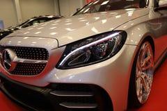 Maschine, die Mercedes angezeigt an der 3. Ausgabe von MOTO-ZEIGUNG in Krakau abstimmt polen Lizenzfreie Stockbilder