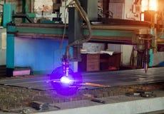 Maschine für modernen automatischen Plasmalaser-Ausschnitt von Metallen, Plasmaschneiden mit Laser und Laser, mechanisch stockbild
