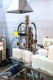 Maschine per la scatola metallica di riempimento Immagini Stock Libere da Diritti