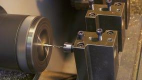 Maschinell bearbeitender Prozessbohrungsabschluß herauf imelapse stock video