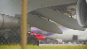 Maschinen des widebody Flugzeuges stock video