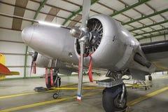Maschinen- und Propellernahaufnahme vom Retro- Flugzeug Lizenzfreies Stockbild