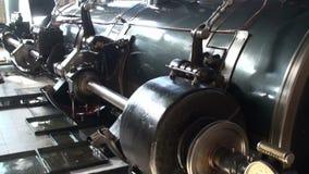 Maschinenraum der Pumpstation des historischen Dampfs stock footage