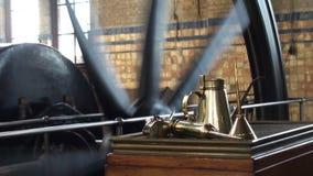 Maschinenraum der Pumpstation des historischen Dampfs stock video footage