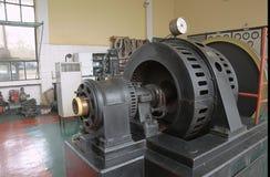 Maschinenraum des alten Kraftwerks stockbild