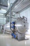 Maschinerie in einer pharmazeutischen Produktionsanlage Lizenzfreies Stockbild