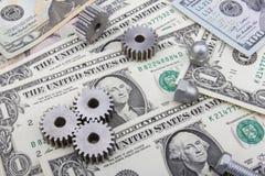 Maschinerieteil- und Dollar-Banknoten Stockfoto