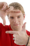 Maschio che mostra gesto di mano d'inquadramento Fotografie Stock