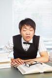 Maschio cinese dell'istituto universitario sveglio in aula Fotografia Stock Libera da Diritti