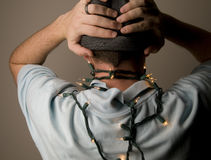 Maschio con gli indicatori luminosi di natale Fotografie Stock Libere da Diritti
